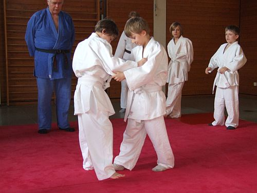 http://froebelschule-lbg.de/media/SportAGs/JudoAG/Judo_08.jpg